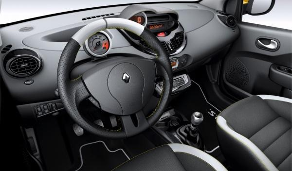Interior del Renault Twingo RS Red Bull Racing RB7