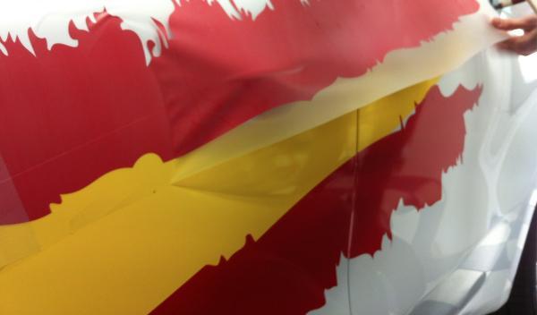 Kia cee´d de la Eurocopa 2012 rotulación rojo, la parte final