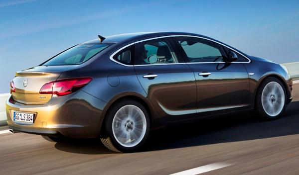 Opel Astra Sedán perfil