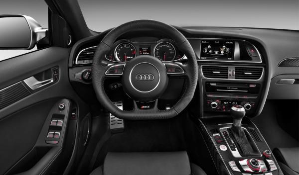 Audi RS 4 interior salpicadero
