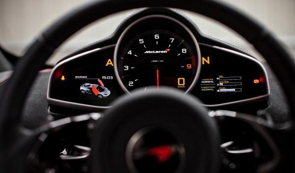 Con un cuadro como el del McLaren MP4-12C, las distracciones son imposibles