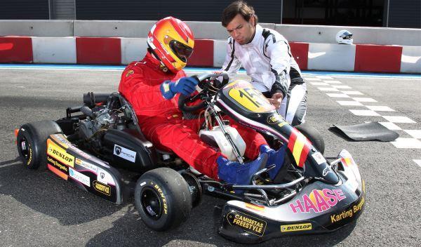 Kart de carreras-tres cuartos delantero