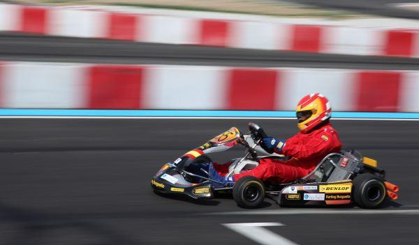 Kart de carreras-barrido lateral