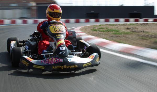 Kart de carreras-tres cuatos derecho