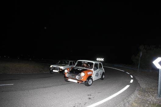Mini Me-Pre adelantando a un Renault 5 TX I Clásica Autobild