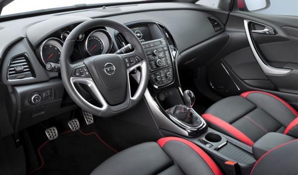 Opel Astra BiTurbo interior
