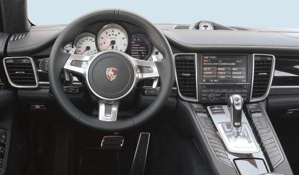 Audi S6 contra Porsche Panamera GTS