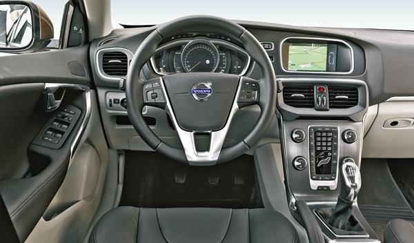 Volvo V40 4D Summum interior