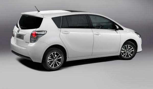 Toyota Verso 2013 trasera