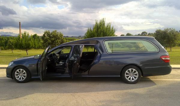 Mercedes-Clase-E-funebre-cuatro-puertas-féretro