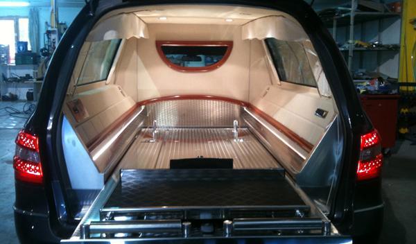 Mercedes-Clase-E-funebre-interior