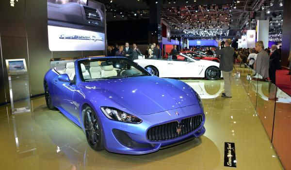Maserati GranCabrio Sport azul