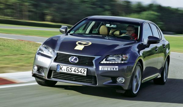 La segunda berlina con más puntos es el Lexus GS, con 1537.