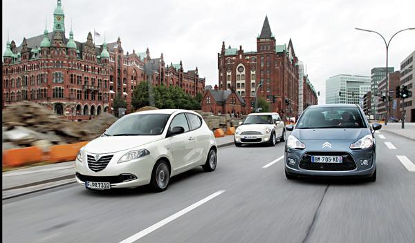 Foto frontal Lancia Ypsilon contra Mini Clubman y Citroën C3