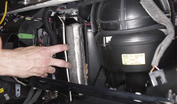 retirar viejo filtro coche