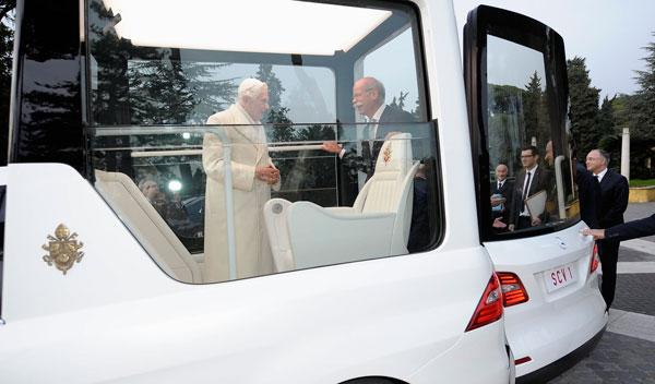 'Papamóvil' puerta abierta