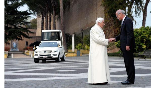 'Papamóvil' con el Papa