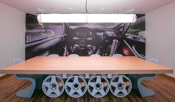 Mesa del garaje de Ken Block