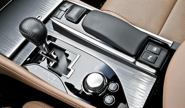 Lexus GS 450 h F-Sport detalle cambio