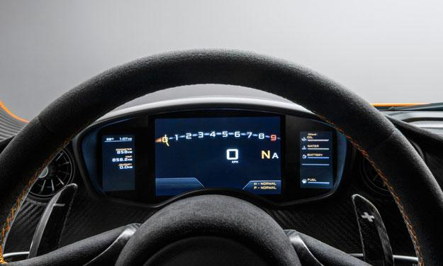 McLaren P1 interior puesto de conducción