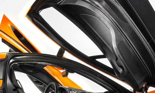 McLaren P1 interior puertas