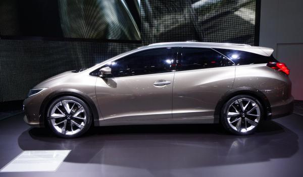 Honda Civic Tourer Concept Salon de Ginebra 2013