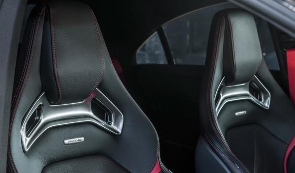 Mercedes CLA 45 AMG asientos