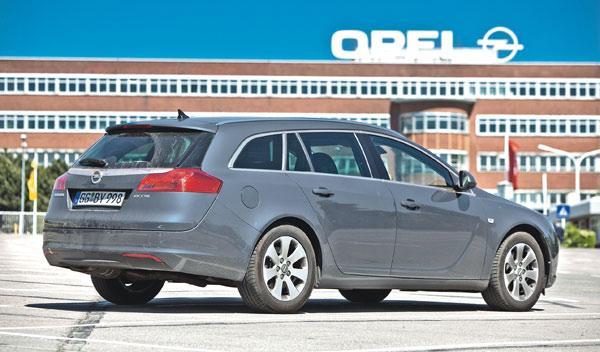Opel Insignia Sports Tourer CDTI prueba larga duración estática trasera