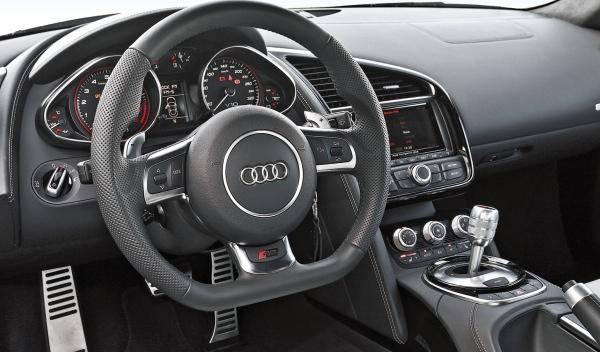 Audi R8 V10 S-Tronic interior