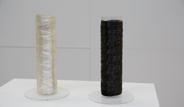 La fibra de carbono se obtiene a partir de estas bobinas de poliacrilato