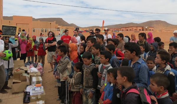 La segunda escuela, mucho más pobre pero con niños muy felices