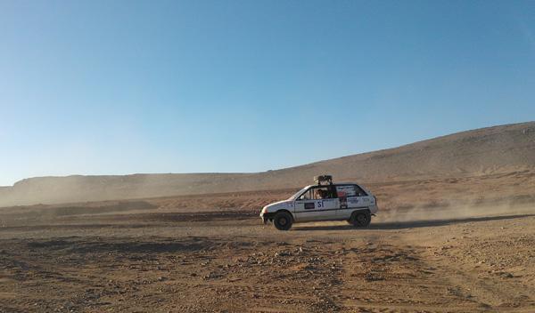 El año que viene volveremos a pisar desierto al volante de nuestra 'bala blanca'