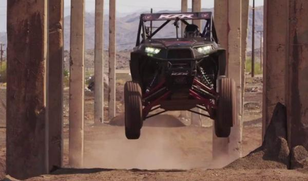 Buggy RZP XP 1000 salto suspensión