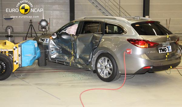 Test EuroNCAP del Toyota Corolla, impacto lateral
