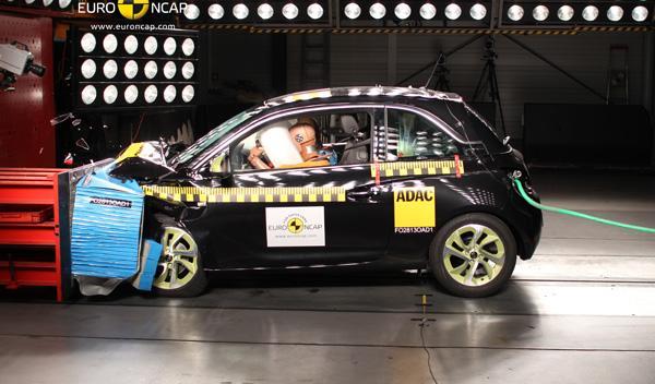Test EuroNCAP del Opel Adam, choque frontal
