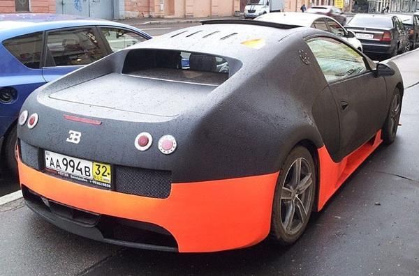 Bugatti Veyron falso trasera