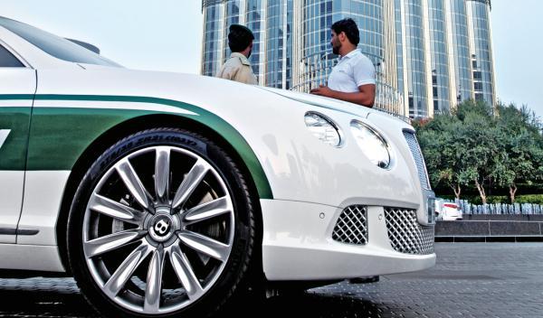 Bentley Continental y Burj Khalifa, lujo altura