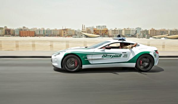 Aston Martin one 77 de la Policía en Dubai