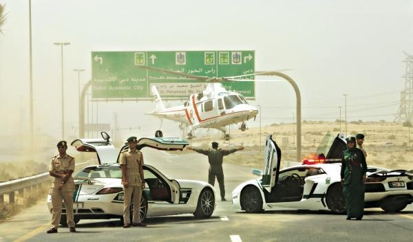 Lamborghini Aventador y Mercedes SLS simulación de llamada de emergencia