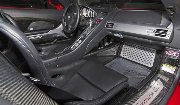 El interior del Porsche Carrera GT de Paul Walker