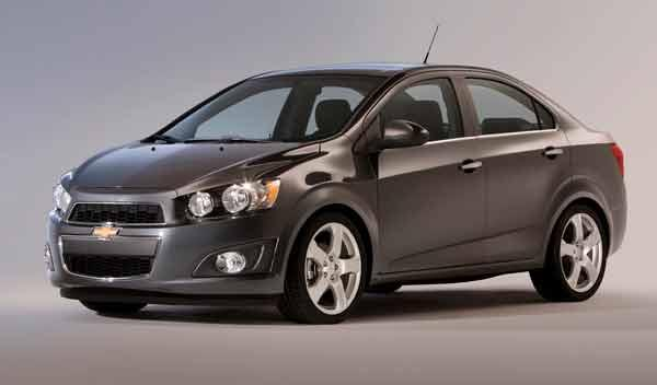 Chevrolet Aveo sedán lateral