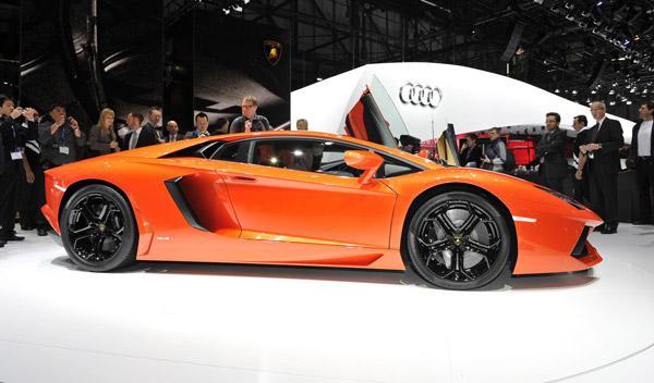 Lamborghini Aventador lateral