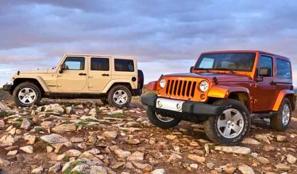 Jeep Wrangler dos cuatro puertas todo terreno