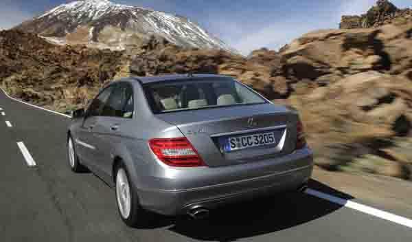 Mercedes-C-berlina-movimiento-trasera
