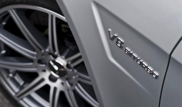 Mercedes Clase E 63 AMG V8 Biturbo letras