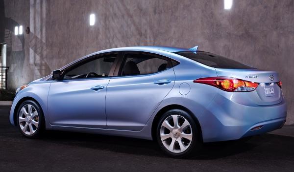 Hyundai Elantra trasera