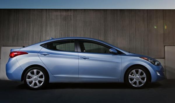 Hyundai Elantra lateral