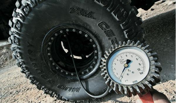 land-rover-defender-big-foot-rueda
