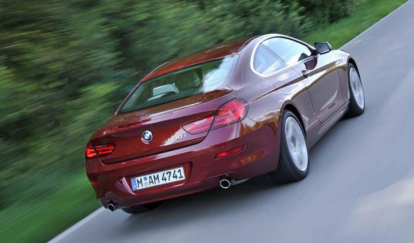 BMW-640i-Coupe-2011-movimiento-trasera