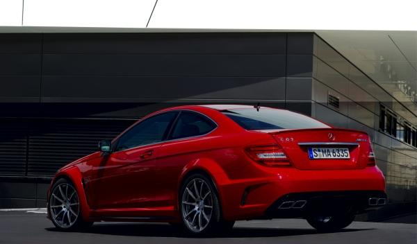 Mercedes-C-63-AMG-Black Series-02